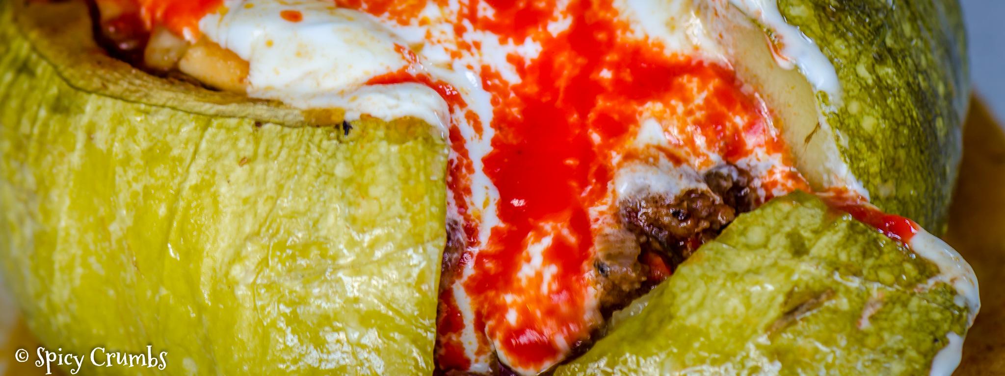 Chilli con carne zapečené v cuketě